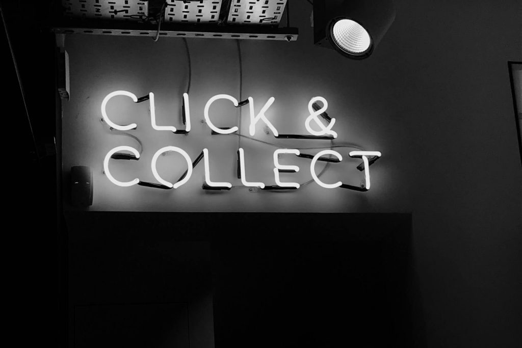 Illuminate sign 'Click & Collect'